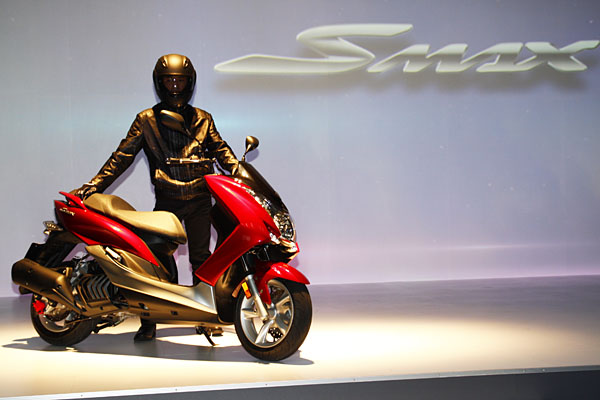 【兩輪世界】久違的水冷跑旅!Yamaha SMax 155售價91,800登場 - 摩界圓夢工程師 - 石氏重型機車貿易organization