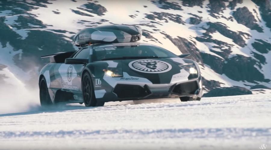 大家還記得雪地狂人Jon Olsson的雪牛計畫嗎?一個熱情於把高檔性能車改裝成「雪地工作車」的男人,延續上一篇的報導,他決定將它的Lamborghini Murcielago LP640改造成一輛能夠帶著他的滑雪裝備在雪地上狂飆的超級跑車,而在第一次的測試中由於車輛動力以及車身重量超出預期,盡管裝了釘胎在雪地上仍然以瘋狂打滑收場,而這次他再度來到了這座雪山前面,這回他能成功嗎?。