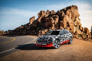 Audi e-tron於派克峰進行動能回收測試 電動車也配備方向盤換檔撥片?!