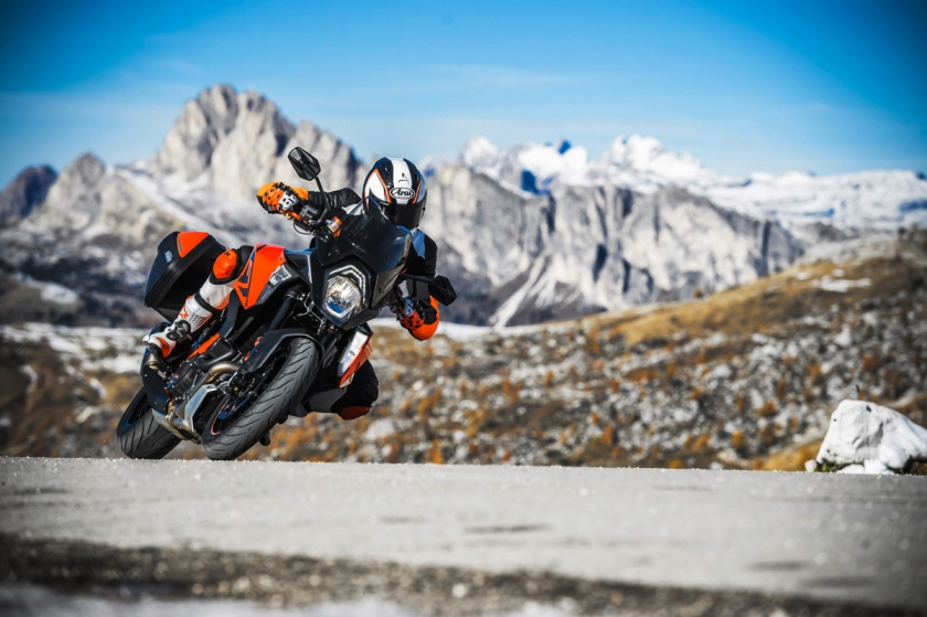 KTM 1290 Super Duke GT、1290 Super Adventure 運動休旅車款跨界登場
