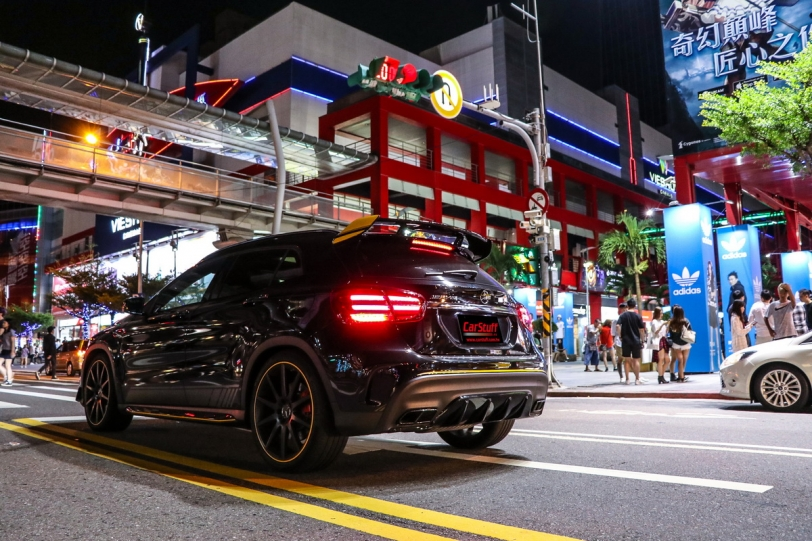 劃破黑夜的寂靜,Mercedes-AMG GLA 45 4MATIC Yellow Night Edition試駕報導